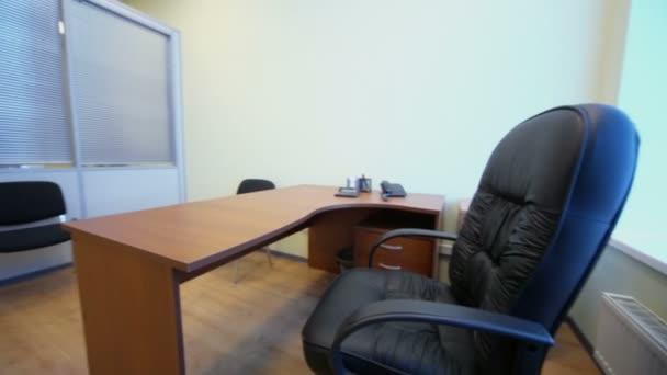 Kis üres hivatali belső