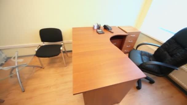 Interiér malé prázdné kanceláře