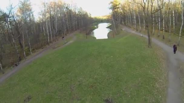 cesta kolem rybníka Putyaevskiy