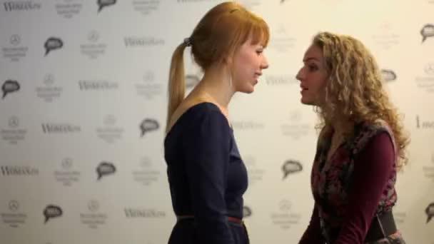 Meglepett a két gyönyörű lány