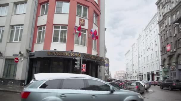Traffic near edifice of City Duma