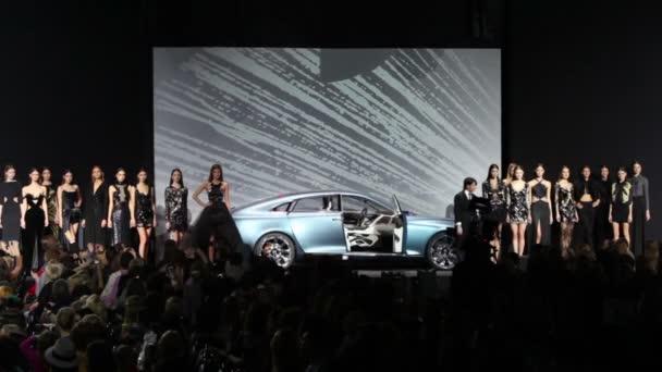Volvo fashion week поиска работы моделью москва