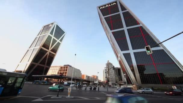 Wolkenkratzer komplexe Tor zu Europa