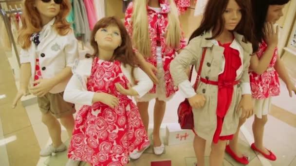 Dětský obchod s figuríny
