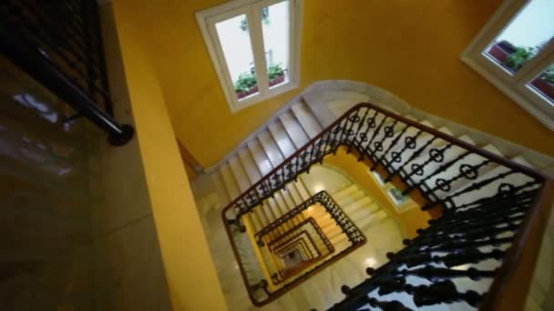Obdélníkový točité schodiště v hotelu