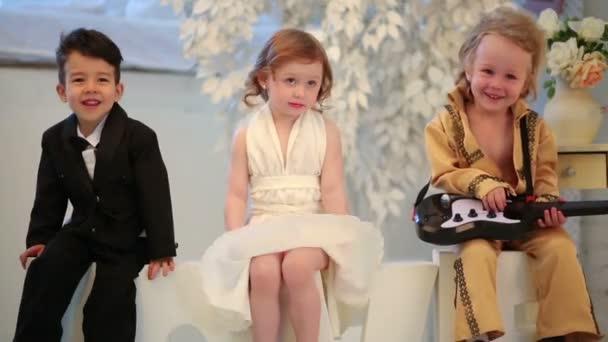krásné děti v kostýmech hvězd