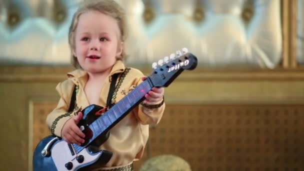 Boy v pop retro kostým s kytarou