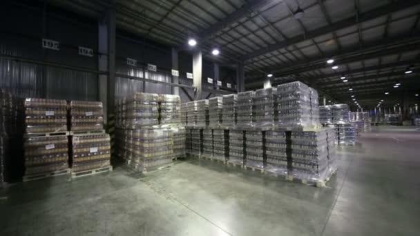 sok csomagolt sört raklapok