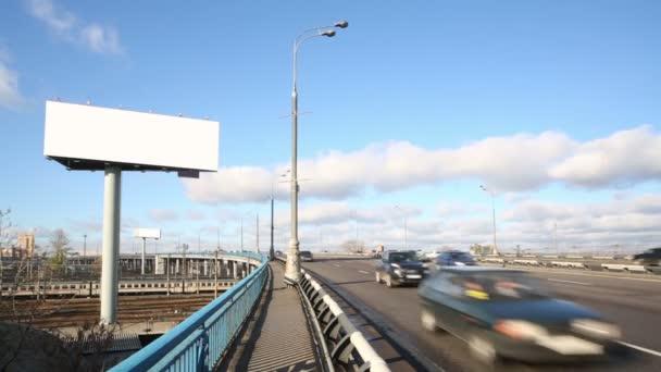 nagy üres billboard, napsütéses napon