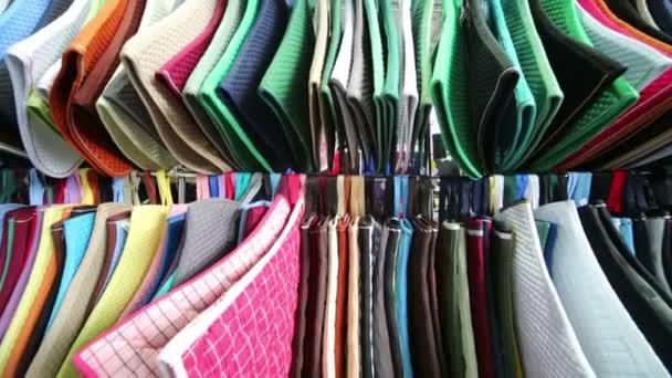 Zeilen der farbigen Matten