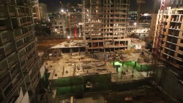 staveniště vícepodlažní budovy