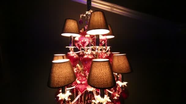 Plafoniera Tessuto Grande : Grande lampadario decorato da plafoniera e pendenti u video stock