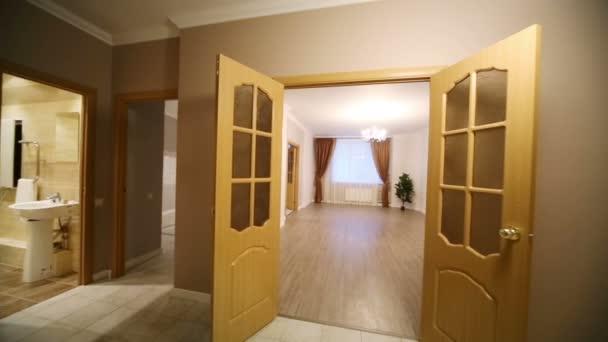 Couloir vide dans appartement neuf