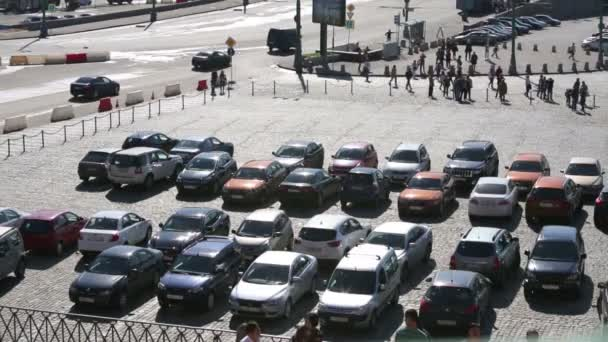 Car parking at beginning of Vasilievsky Spusk