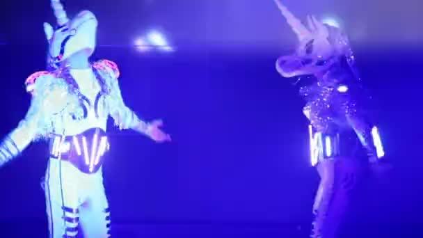 Tanečníci tanec v nočním klubu