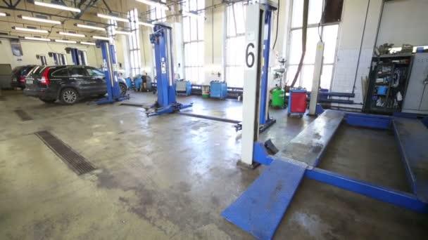 Lifts for car repair in workshop