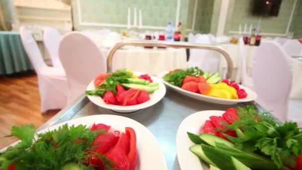 Desky se zeleninou na trey