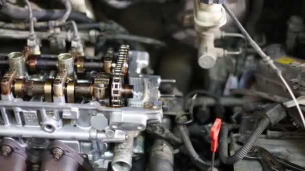 szétszerelt bonyolult benzin autó-motor