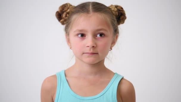 kleines Mädchen mit interessanter Frisur