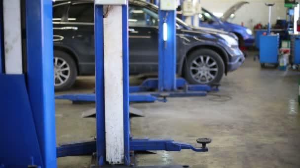 Cars wait repairing at Service station