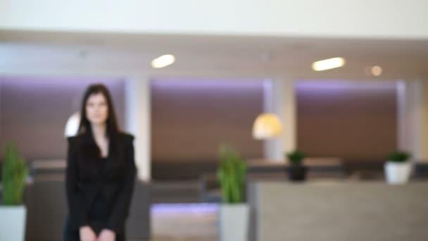 podnikání žena v černém obleku