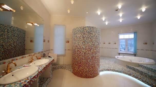 A tágas fürdőszobában kikapcsolása