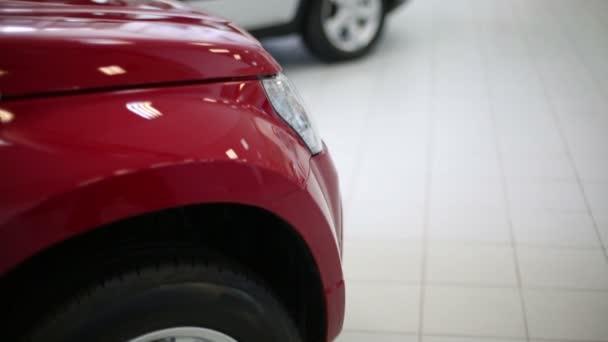 piros autó boltban értékesítés márkakereskedések