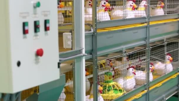 industrielle Inkubator mit Stofftier Hühner