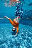 Fotografie chlapec, plavání pod vodou