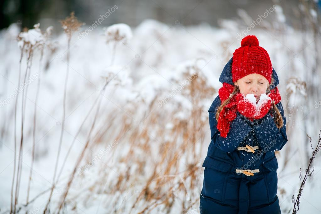 f147bf5a6 Little girl outdoors on winter — Stock Photo © shalamov  97617486