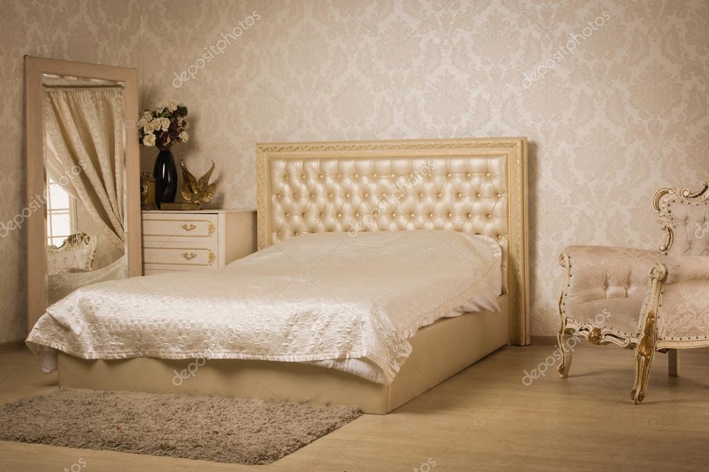 Letti Stile Vintage : Interno di una camera da letto stile vintage u foto stock demian
