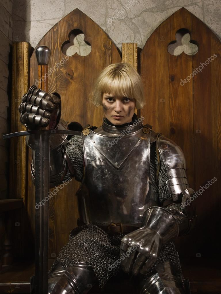 тазики, мочалки, клип певицы в рыцарской одежде кен сей