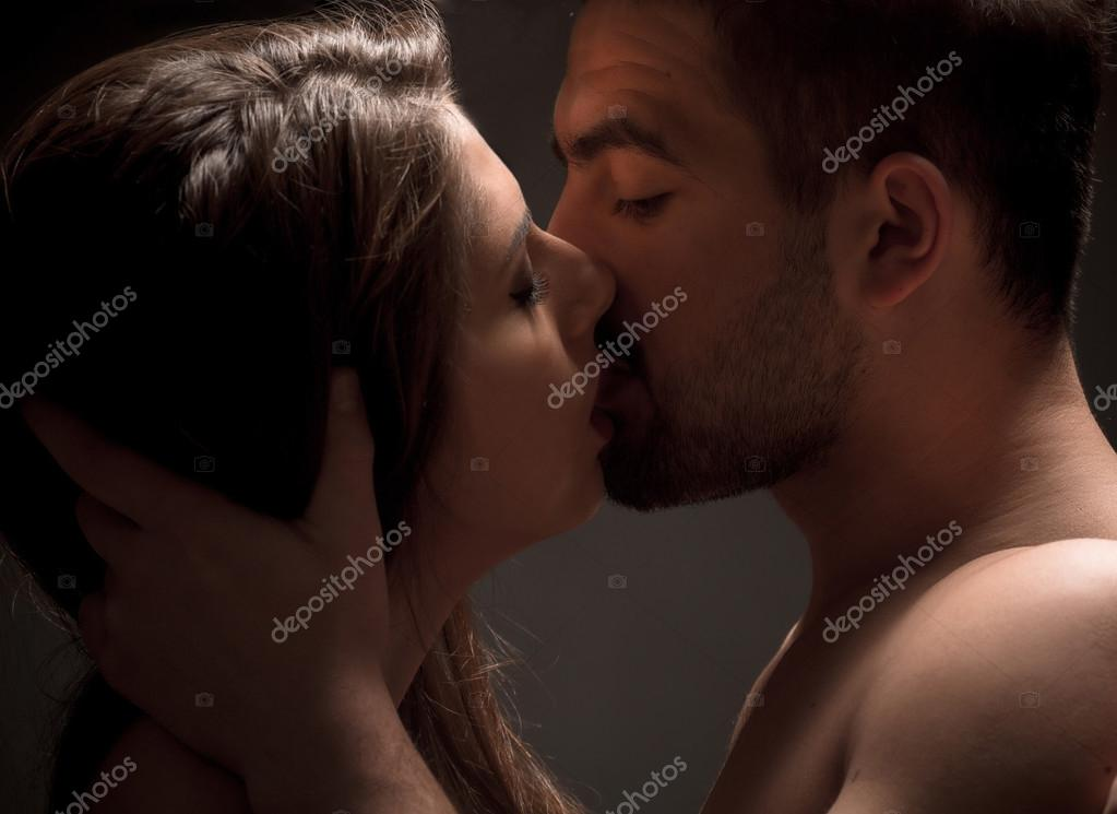 Hot kissing couple Naked