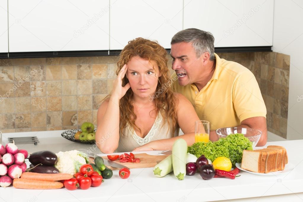 pareja madura en la cocina — Fotos de Stock ...