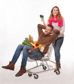 Fotografia Coppie felici con il carrello di acquisto