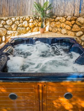 Bath - Jacuzzi in garden