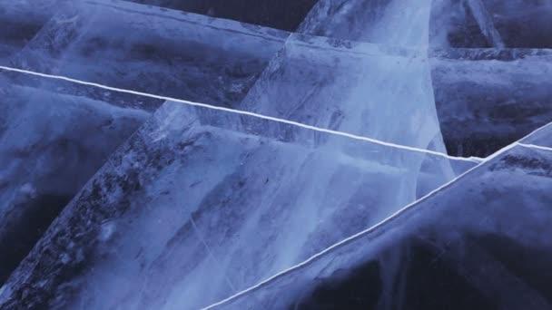 Repedések átlátszó jég.