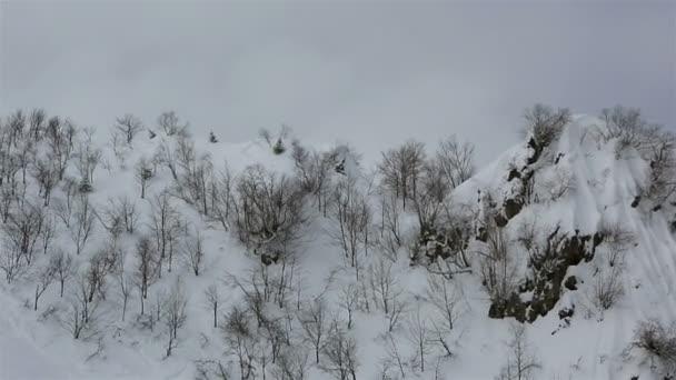 Krásné horské vrcholy pohoří Kavkaz