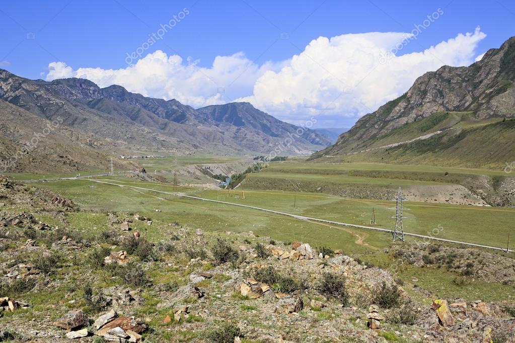 Terrazzi fluviali dei fiumi di montagna Chuya e Katun — Foto Stock ...