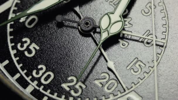 Katonai fekete watch, Clock kezek, mozgó.