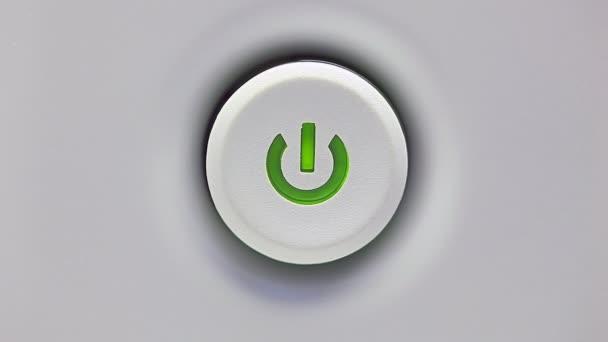 stiskněte tlačítko napájení.