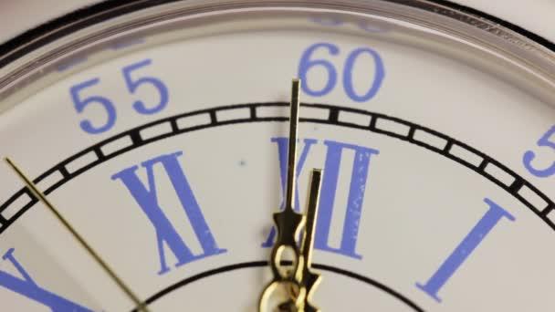 Vecchio orologio da tasca in argento. Chiuda in su dellorologio dellannata
