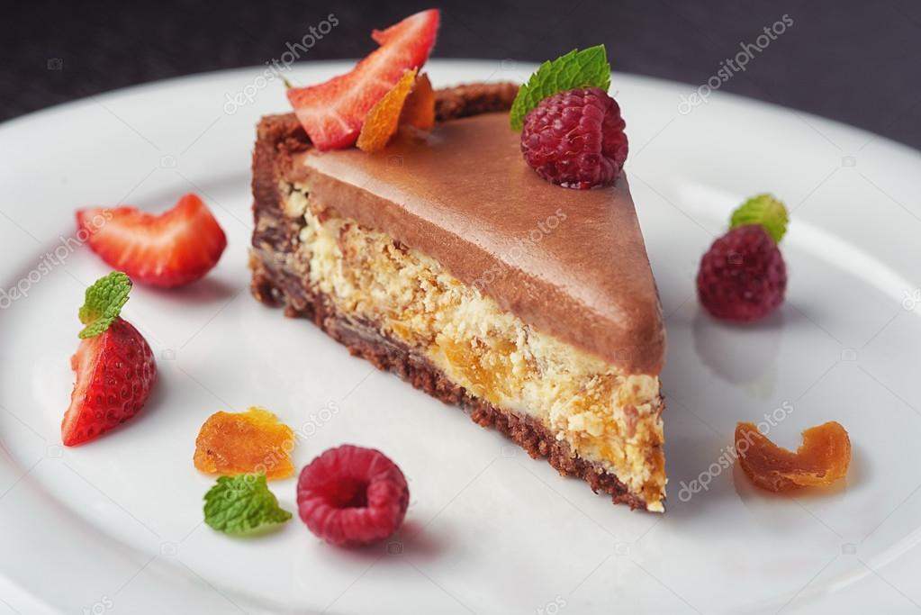 Schöne Kuchen Dessert Mit Sahne Und Beeren U2014 Stockfoto