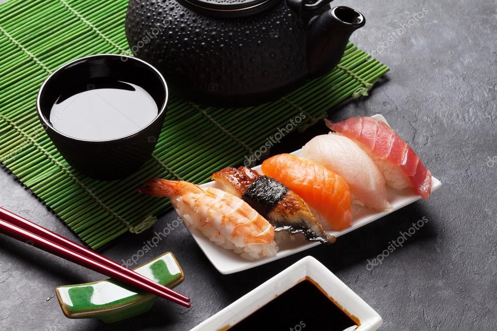 набор с палочками для суши и чая