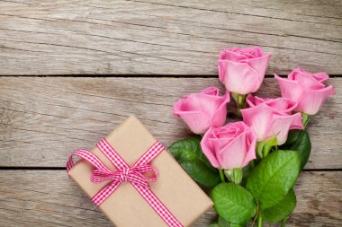roses and valentines day gift box