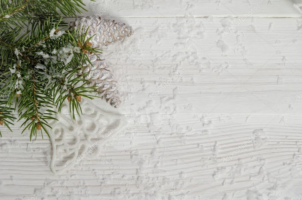 Weihnachten Wallpaper mit Schnee Tanne und Kiefernzapfen — Stockfoto ...