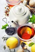 čaj s mátou, zázvor a citron
