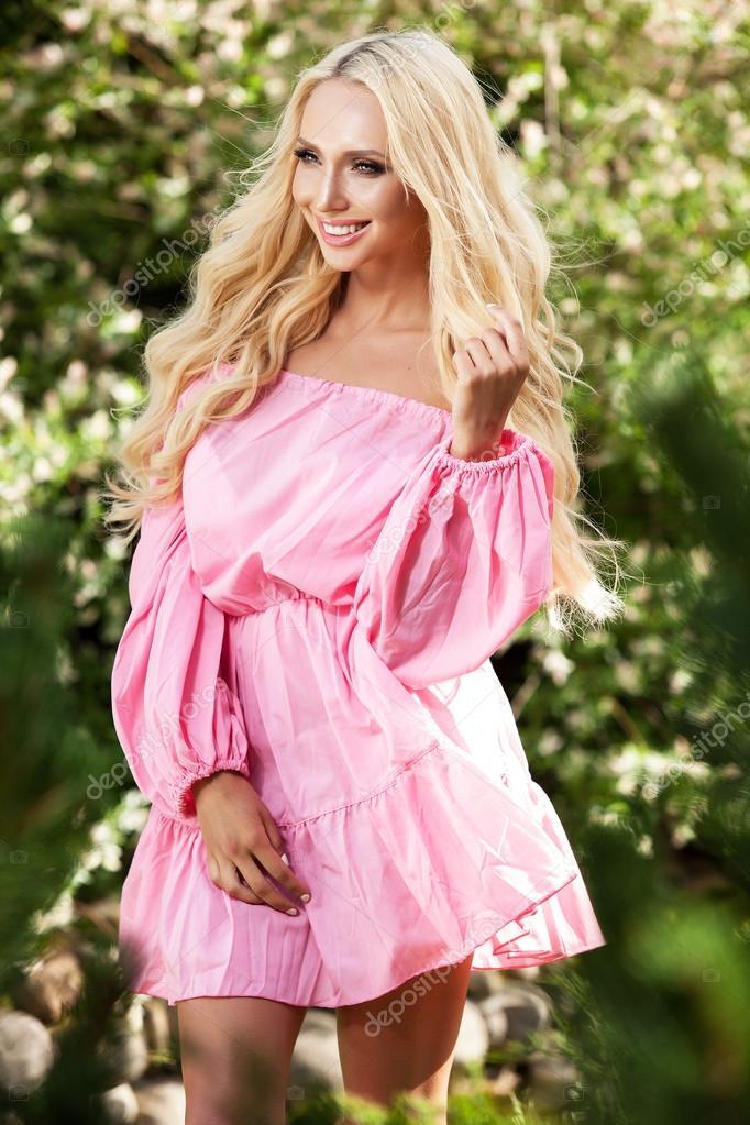 Скачать картинки красивых девушек блондинок