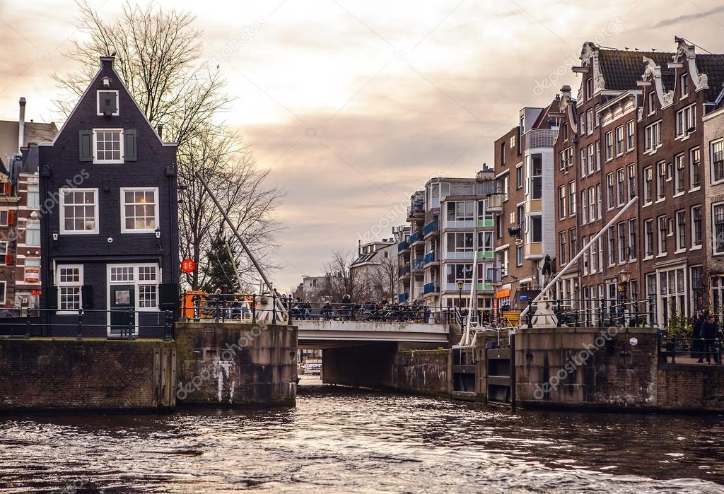 Amsterdam paesi bassi 15 gennaio 2016 famosi edifici for Centro di amsterdam