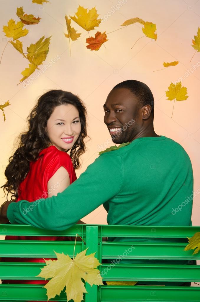 русски парень и азиатка